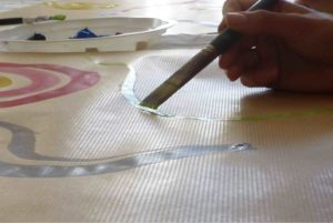 art-therapie peinture kraft pinceau